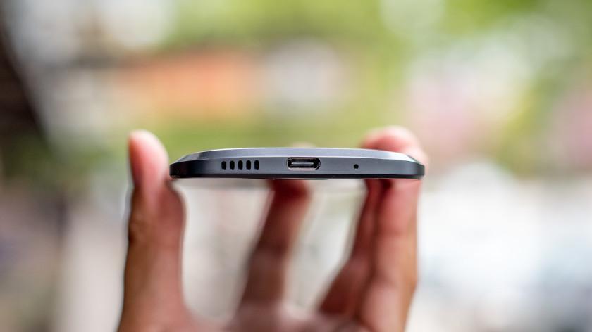 HTC 10 Chargin Slot
