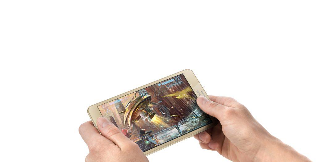 Samsung Galaxy J Max game review